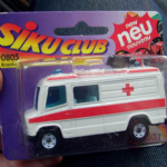 0805 Siku club krankenwagen ambulance mercedes 807d unused on card vgc @SOLD@